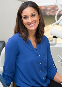 Dr. Anissa Holmes